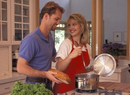 Gotowanie na parze to skuteczna metoda obniżenia kaloryczności potraw przy zachowaniu ich smaku /ThetaXstock