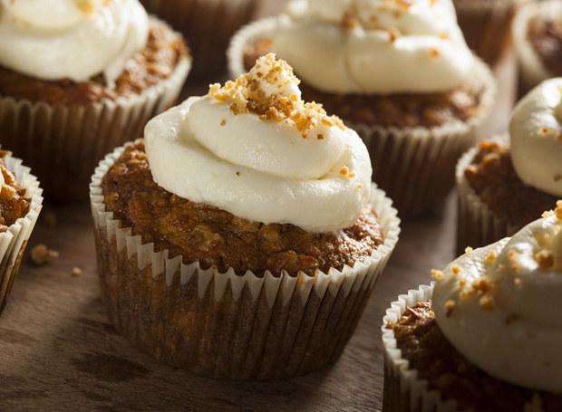Gotowe muffiny udekoruj /123RF/PICSEL