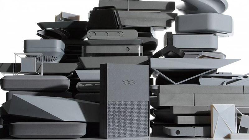 Gotowe prototypy obudowy nowego Xboksa One. Zdjęcie zaprezentowane podczas konferencji Microsoft's Worldwide Partner Conference /materiały prasowe