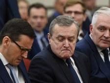 """Gowin i Gliński """"buchnęli"""" jabłko Morawieckiemu"""
