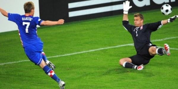 Gra Boruca może frustrować jego rywali do miejsca w bramce. /AFP