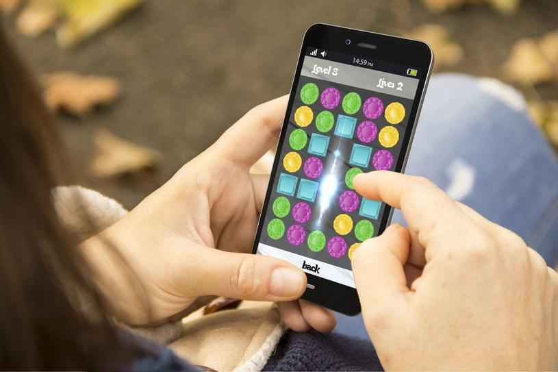 Gracz okazjonalny to miłośnik prostych gier mobilnych i online /123RF/PICSEL