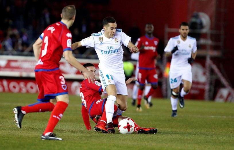 Gracz Realu Madryt Lucas Vazquez (w środku) podczas meczu z Numancią /PAP/EPA