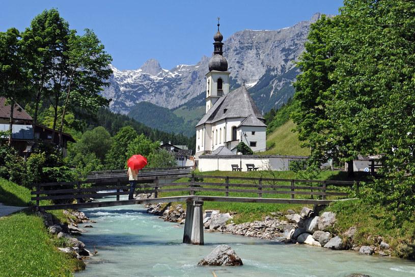 Granica z Niemcami przebiega tu po szczytach i dolinach. Z Krajem Salzburskim graniczy równie malowniczy niemiecki kraj Berchtesgaden. Górskie wycieczki z Salzburga prowadzące tutaj mogą trwać dzień albo kilka dni /123RF/PICSEL