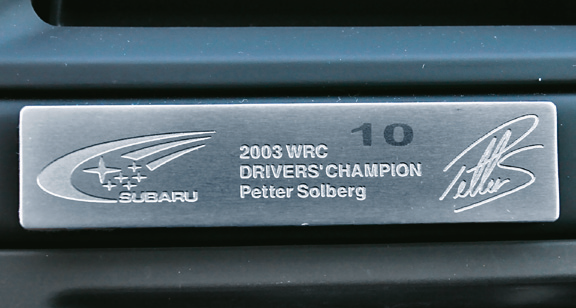 Gratką dla miłośników marki są wersje limitowane – np. Solberg Edition. Każda ma plakietkę z numerem. /Motor