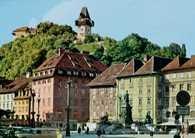 Graz, Główny plac z górą zamkową /Encyklopedia Internautica