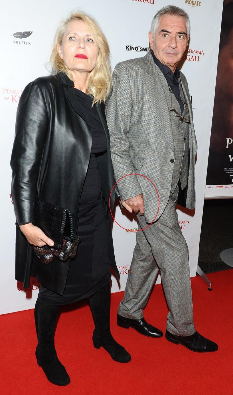 Grażyna Szapołowska i Eryk Stępniewski na premierze filmu. Chwycili się nawet za ręce! /Piotr Andrzejczak /MWMedia