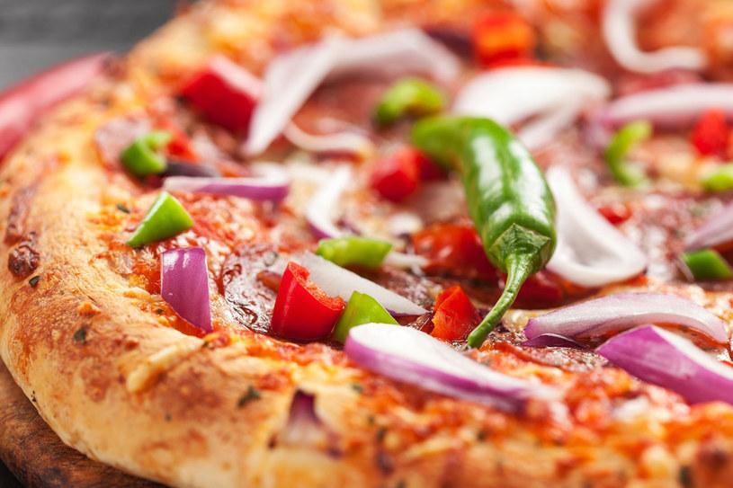 Grecka pizza z papryczkami chili /123RF/PICSEL