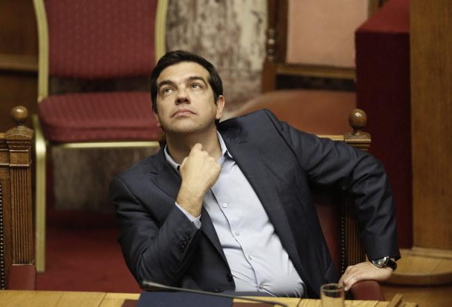 Grecki premier Aleksis Cipras /PAP/EPA/YANNIS KOLESIDIS /PAP/EPA