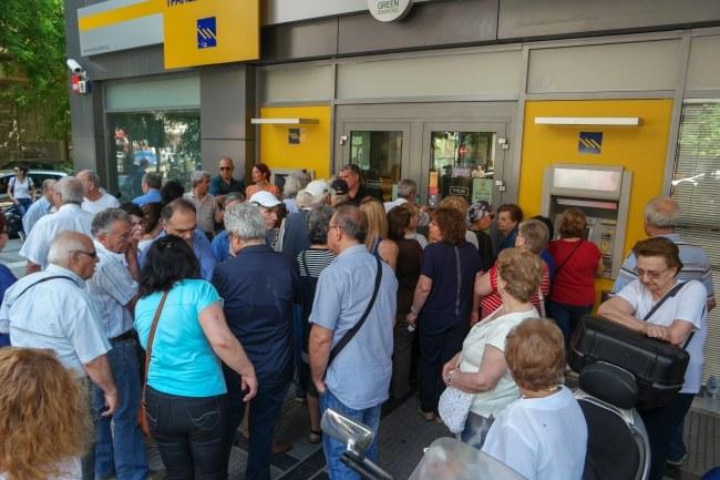 Greckie banki będą zamknięte jeszcze przez kilka dni /NIKOS ARVANITIDIS /PAP/EPA
