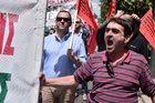 Grecy protestują przeciw oszczędnościom. Kraj sparaliżowany z powodu strajku generalnego