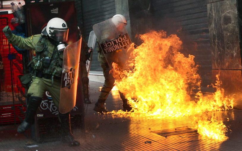 Grecy strajkują przeciwko reformie emerytalnej /SIMELA PANTZARTZI  /PAP/EPA