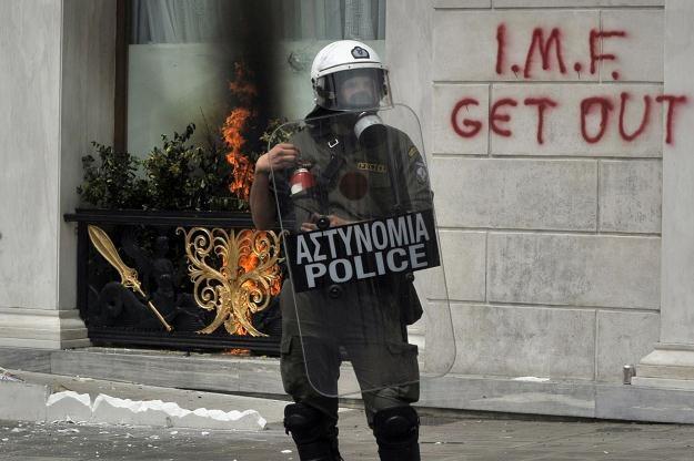 """Grecy też nie kochają Międzynarodowego Funduszu Walutowego. """"MFW precz"""" - głosi napis na murze /AFP"""