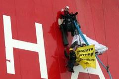 Greenpeace na platformie wiertniczej w Arktyce