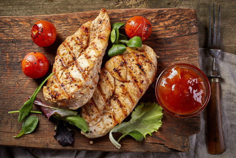 Grillowane mięso z kurczaka /123RF/PICSEL