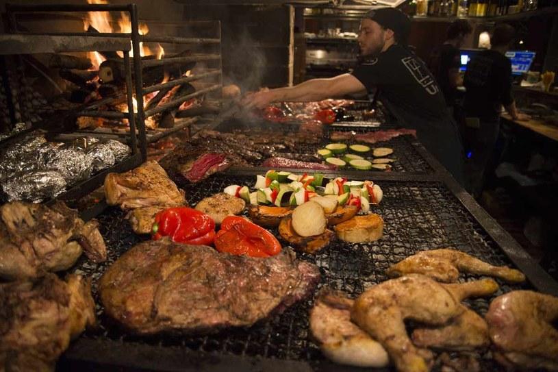 Grillowanie w restauracji La Otra                fot. Diego Giudice /The New York Times Syndicate