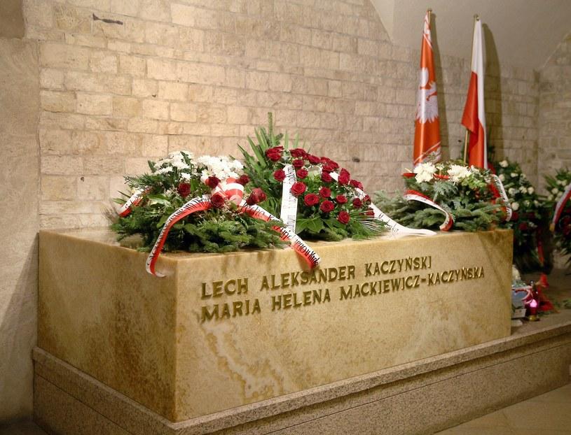 Grób Lecha i Marii Kaczyńskich na Wawelu /Damian Klamka /East News