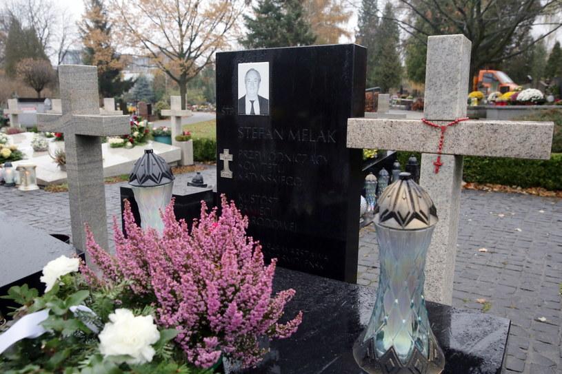 Grób Stefana Melaka na Cmentarzu Wojskowym na warszawskich Powązkach. /Tomasz Gzell /PAP