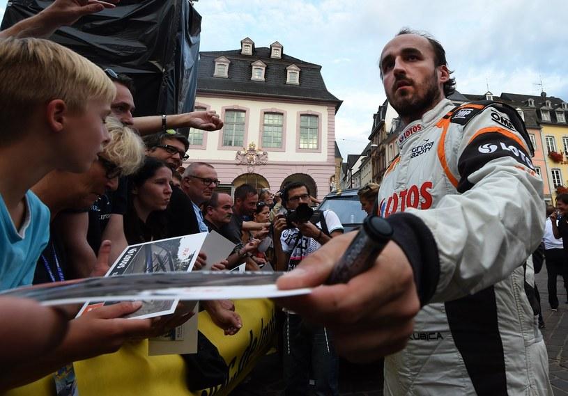 Grono fanów Kubicy wciąż jest bardzo szerokie. Wszyscy marzą o powrocie Polaka do F1 /AFP