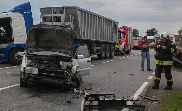 """Groźny wypadek na krajowej """"94"""". Jedna osoba ranna"""