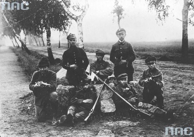 Grupa powstańców śląskich /Z archiwum Narodowego Archiwum Cyfrowego