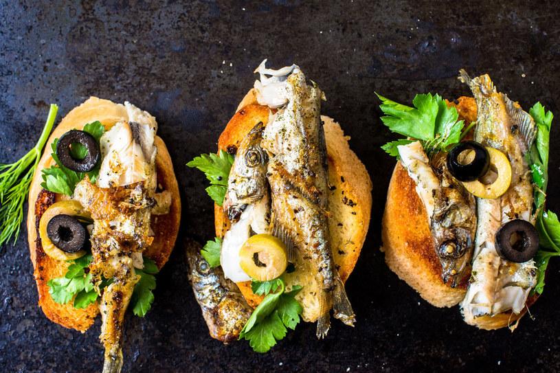 Grzanki z sardynkami to smaczna i zdrowa przekąska /©123RF/PICSEL