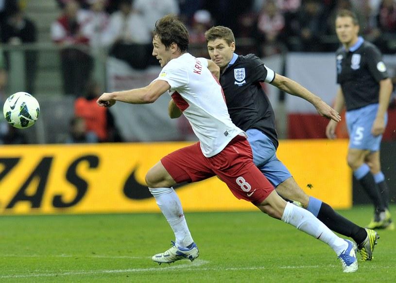 Grzegorz Krychowiak walczył na boisku ze swoim idolem Stevenem Gerrardem /AFP