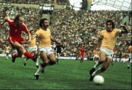 Grzegorz Lato strzela gola Brazylii w pamiętnym meczu o III miejsce podczas MŚ 1974 /AFP