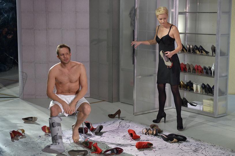 """Grzegorz Małecki i Małgorzata Kożuchowska w spaktaklu """"Kotka na gorącym blaszanym dachu"""", Teatr Narodowy w Warszawie (2012) /AKPA"""