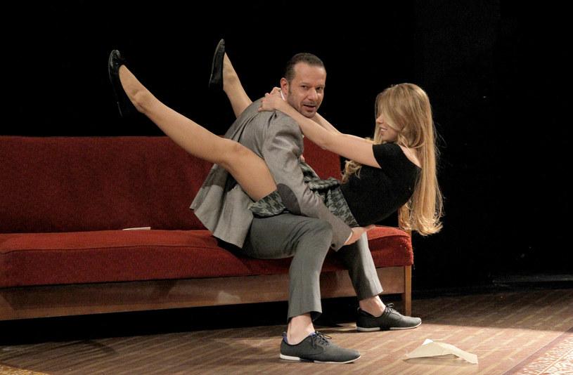 """Grzegorz Małecki i Milena Suszyńska podczas próby spektaklu """"Fredraszki"""" w Teatrze Narodowym w Warszawie (2014) /AKPA"""