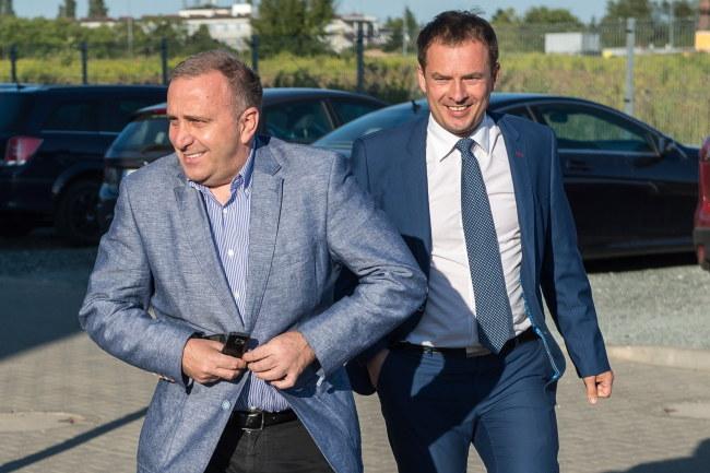 Grzegorz Schetyna i eurodeputowany Piotr Borys /PAP/Maciej Kulczyński  /PAP