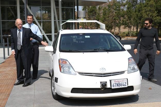 Gubernator Kalifornii - Jerry Brown, Sergey Brin i autonomiczny samochód Google /AFP