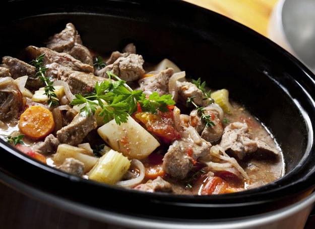 Gulasz mięsny z warzywami /©123RF/PICSEL