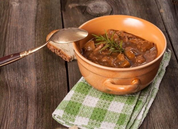 Gulasz wołowy - smaczny i bardzo sycący /©123RF/PICSEL
