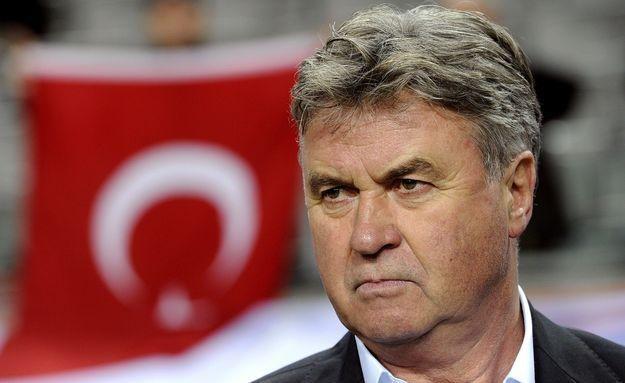 Guus Hiddink może zostać dyrektorem sportowym Chelsea, Ajaksu lub PSV Eindhoven /AFP