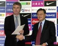 Guus Hiddink odbiera nominację na selekcjonera reprezentacji Korei