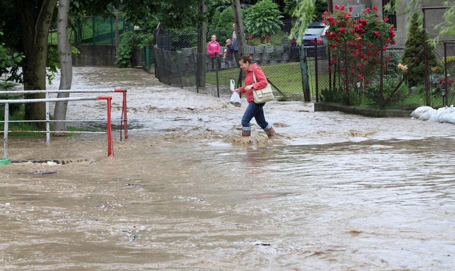Gwałtowna ulewa nawiedziała również Małopolskę i Dolny Śląsk /Jacek Bednarczyk /PAP