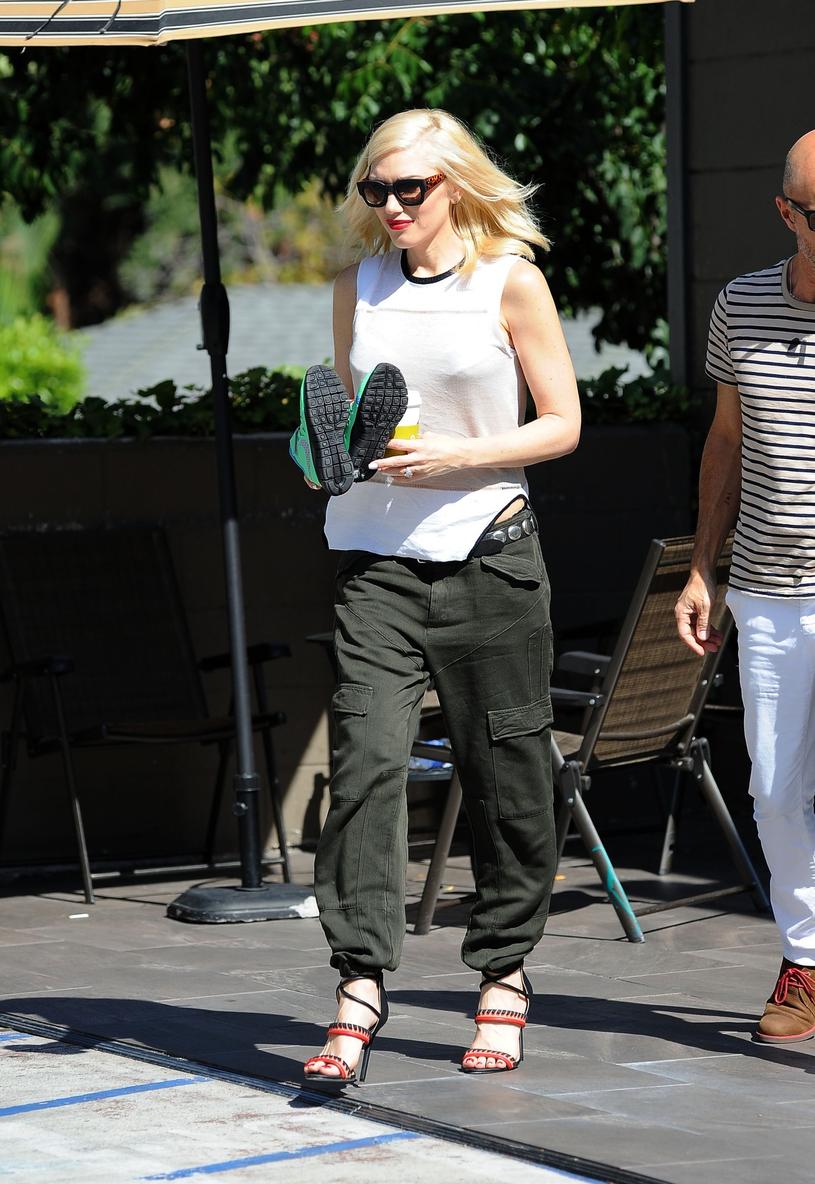 Gwen Stefani od lat lansuje modę na bojówki /East News