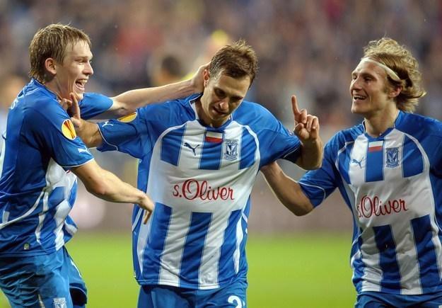 Gwiazdy Lecha (od lewej): Artjoms Rudnevs, Dimitrije Injac i Siergiej  Kriwiec. /AFP