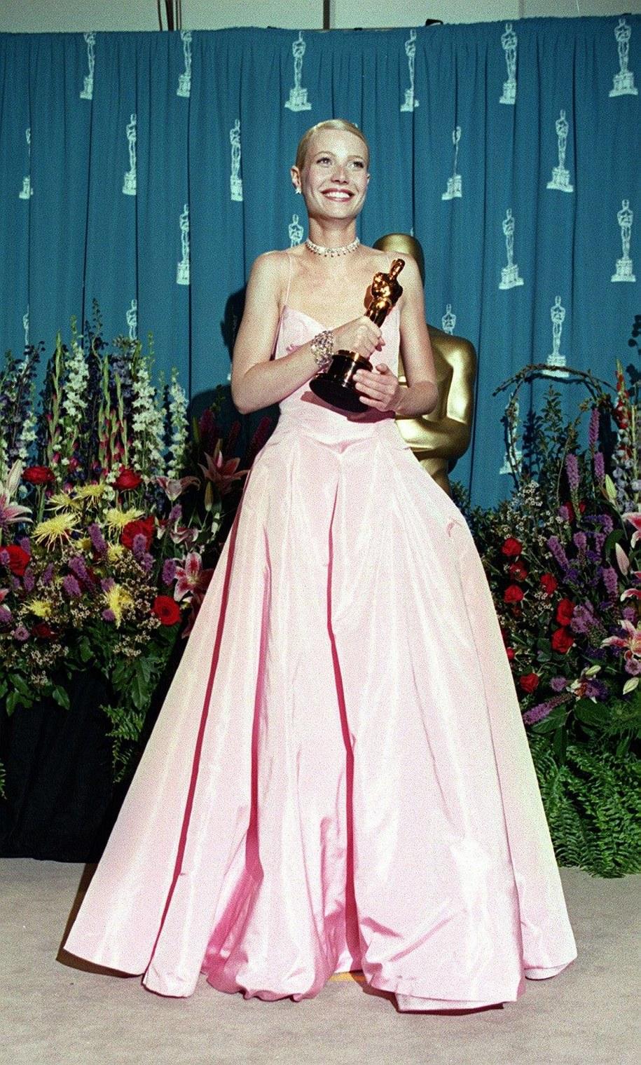Gwyneth Paltrow w sukni Ralpha Laurena /Peter Jordan    /PAP/EPA