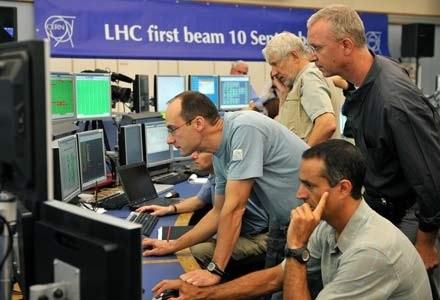 Hakerzy obnazyli słabości komputerowych zabezpieczeń CERN /AFP