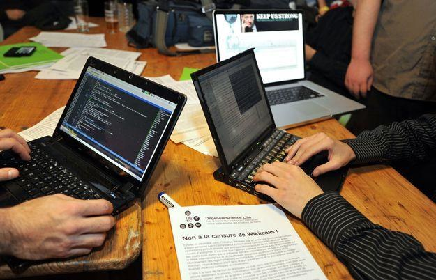 Haktywiści często bronią wolności słowa internecie. Niestety, czasami  są zbyt radykalni /AFP