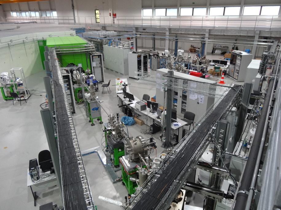 Hala synchrotronu z dwiema liniami eksperymentalnymi /Grzegorz Jasiński (RMF FM) /RMF FM