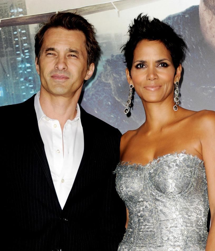 Halle Berry jest związana z francuskim aktorem Olivierem Martinezem /Getty Images