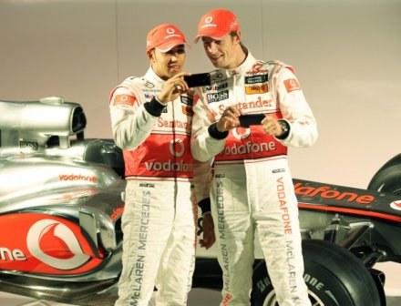 Hamilton nowy bolid umieścił na tapecie w swoim telefonie komórkowym /AFP