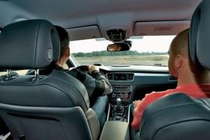 Hamowanie następowało na sygnał dany przez pasażera auta. /Motor