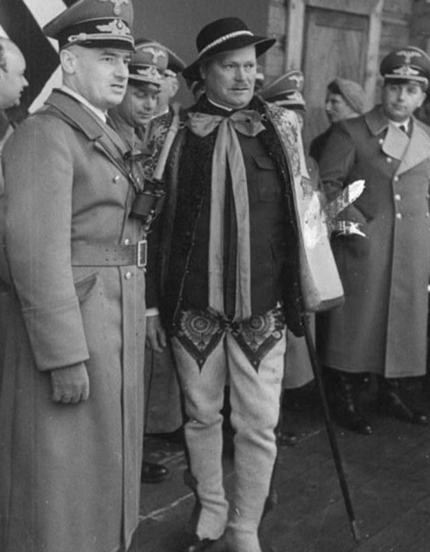 Hans Frank (po lewej) z Wacławem Krzeptowskim (w środku) /Narodowe Archiwum Cyfrowe /materiały prasowe