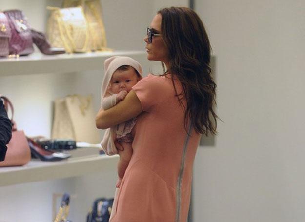 Harper w butiku Prady czuje się rewelacyjnie! Tak przynajmniej uważa jej mama /East News