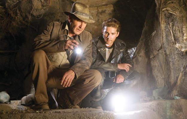 """Harrison Ford i Shia LaBeouf w filmie """"Indiana Jones i królestwo kryształowej czaszki"""" /materiały prasowe"""
