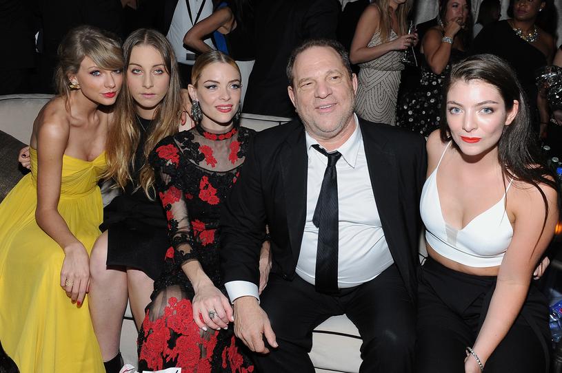 Harvey Weinstein w otoczeniu Taylor Swift, Este Haim i Lorde /Angela Weiss /Getty Images